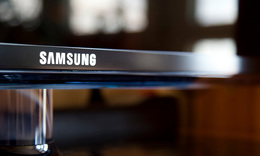 Apple signs new deal with its key rival Samsung